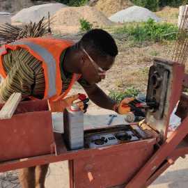 Wartung der Maschinen von NaBiG e. V. und SBF Ghana